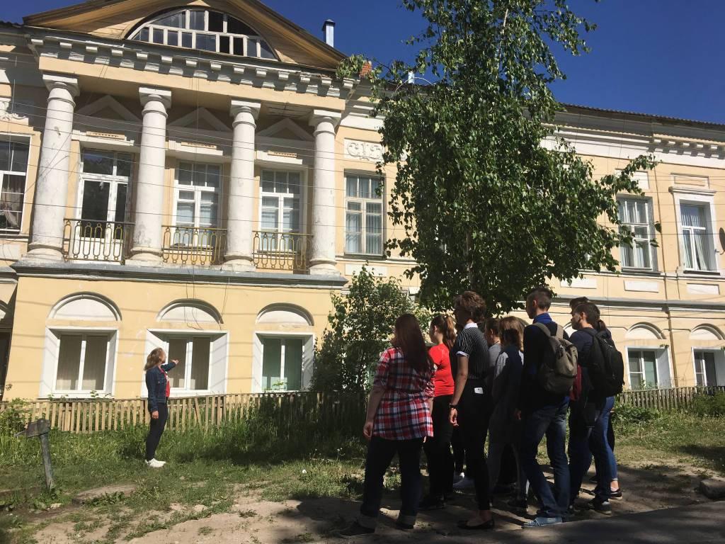 Студенты провели экскурсию по Соборной площади