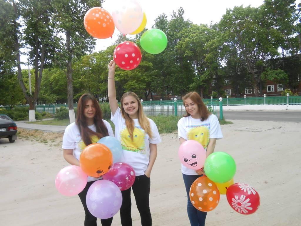 Студенты Касимовского техникума водного транспорта поздравили малышей детского сада «Ласточка с  Международным Днём защиты детей.