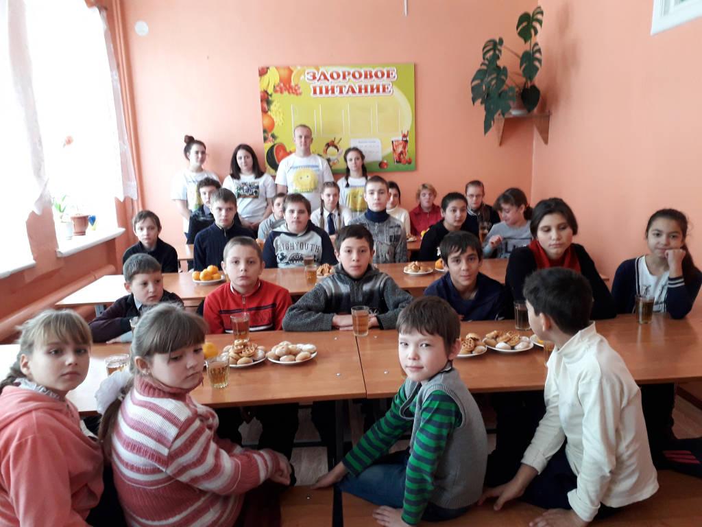 Студенты поздравили детей с  праздником добра и милосердия.