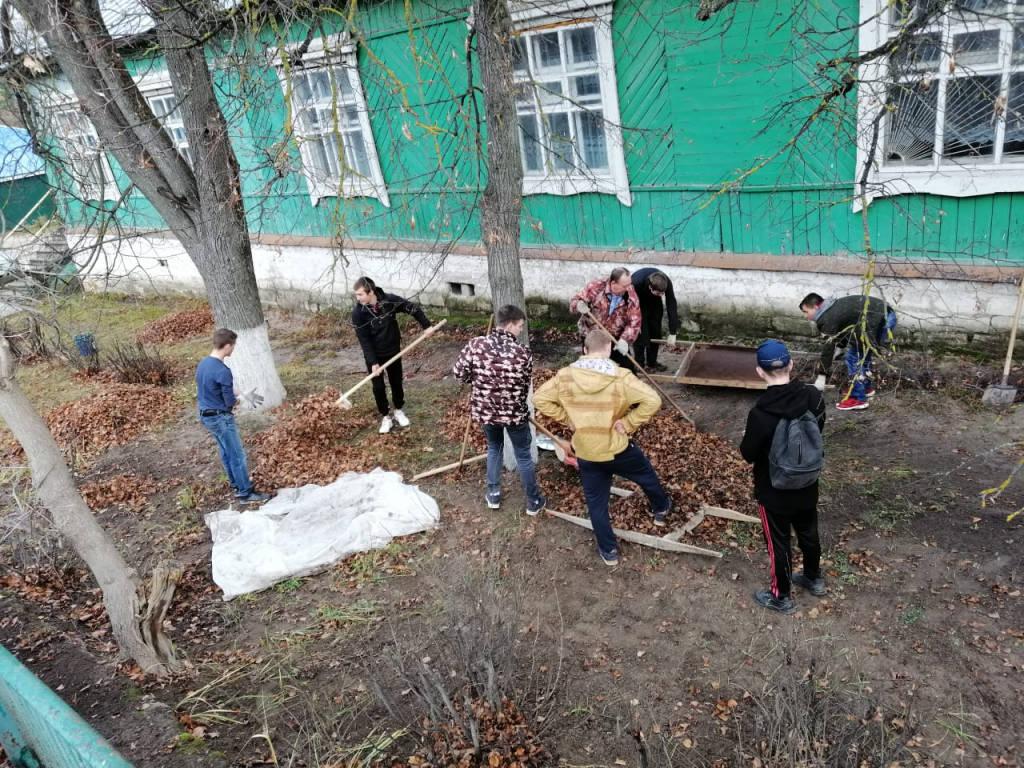 Студенты ОГБПОУ «КТВТ» приняли участие в субботнике по уборке территории.