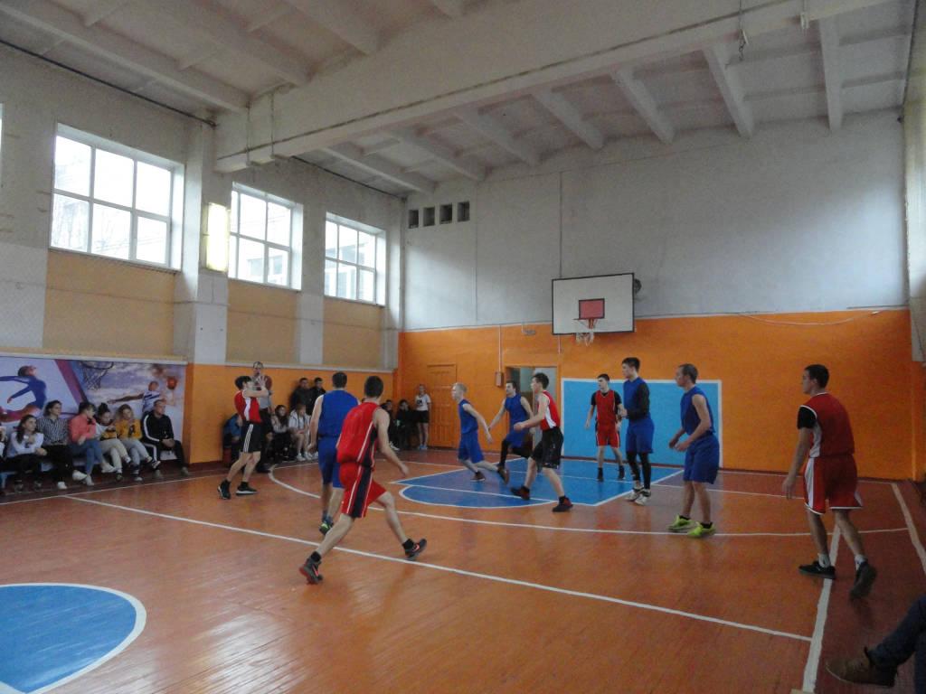 Соревнования по баскетболу.