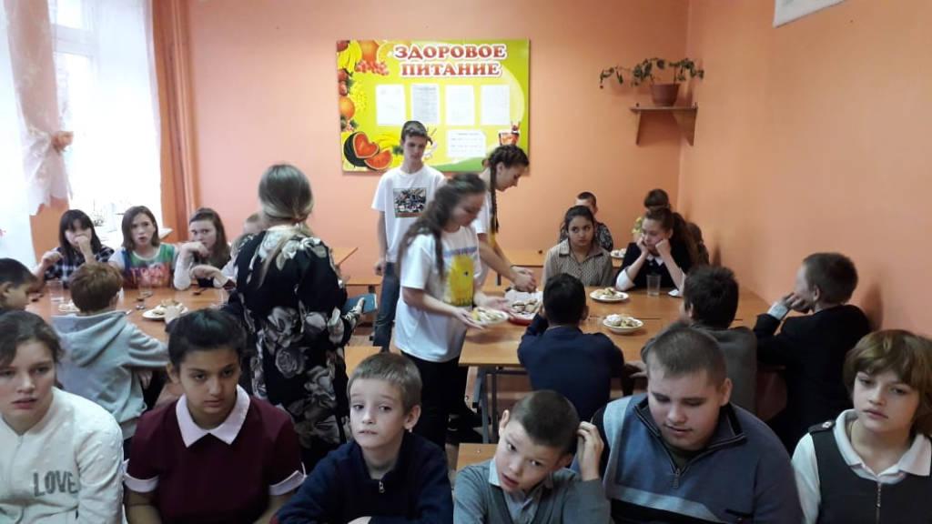 Волонтёры студенческого отряда  «Солнце»  поздравили школьников структурного подразделения СШ №4